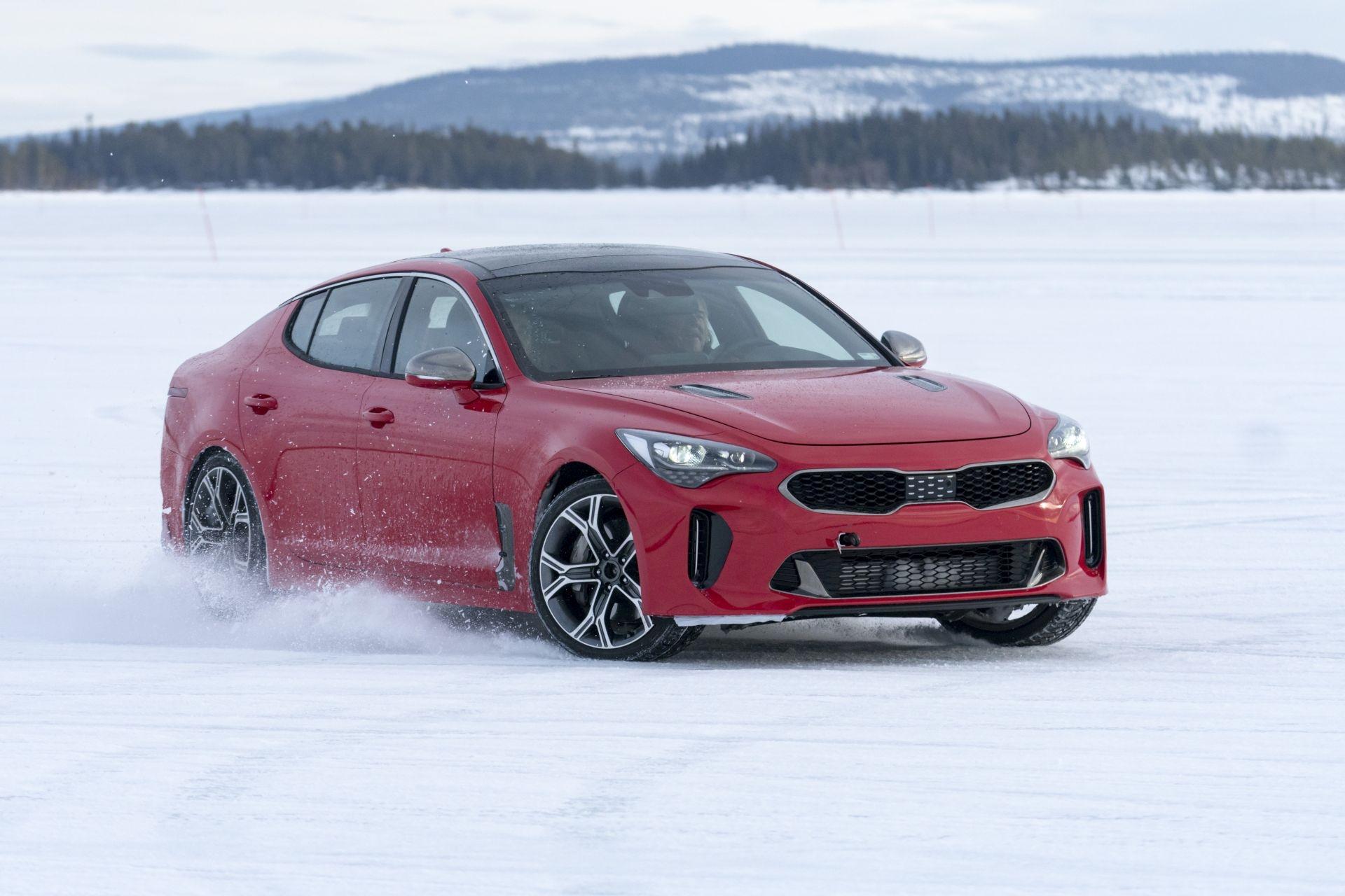 """Kia Stinger"" modeliui - ekstremalus žiemos testas"